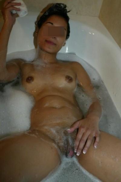 Nana très chaude pour une pipe profonde de Clichy