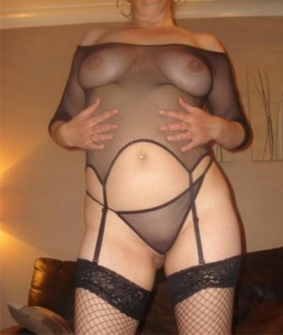 Jeune Femme chaude sur Nanterre pour une rencontre baise